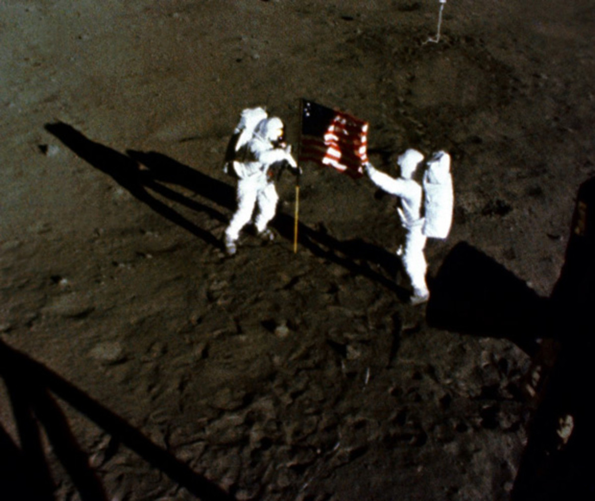 neil-armstrong-first-man-on-the-moon-apollo-11-07