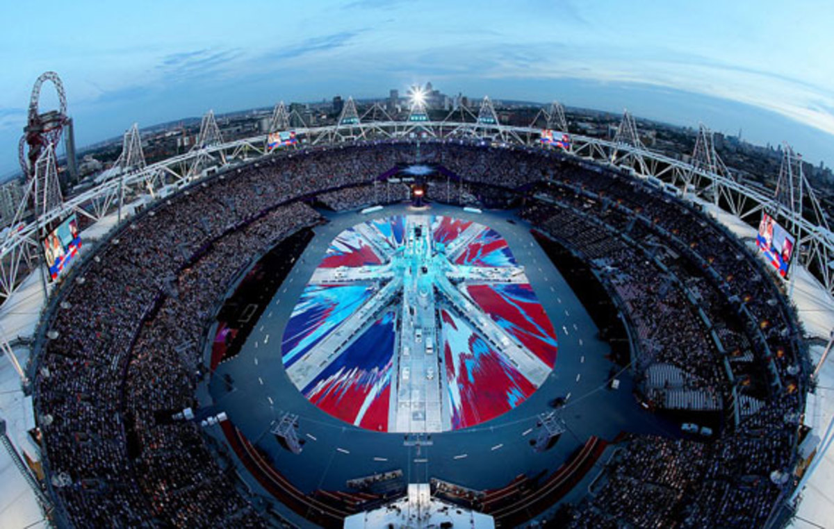 2012-london-olympics-closing-ceremony-union-jack-flag-by-damien-hirst-02