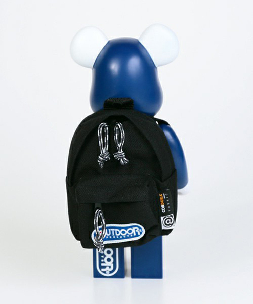 outdoor-products-medicom-toy-bearbrick-400-05