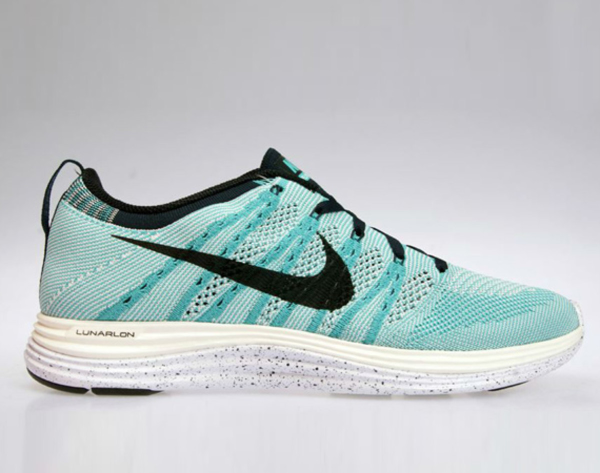 feature-nike-flyknit-lunar-one-sport-turquoise