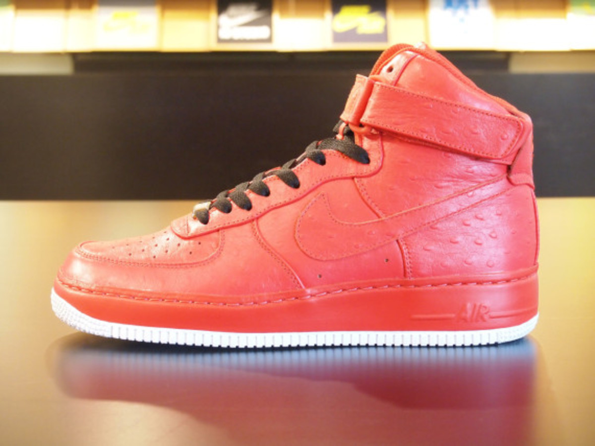 nikeid-air-force-1-id-ostrich-leather-option-03