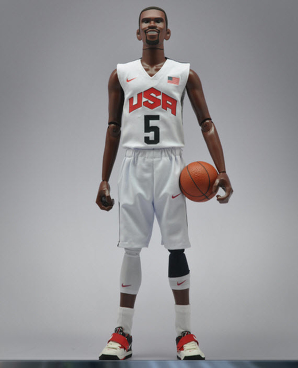 nike-sportswear-x-coolrain-relive-the-dream-dream-team-figures-5