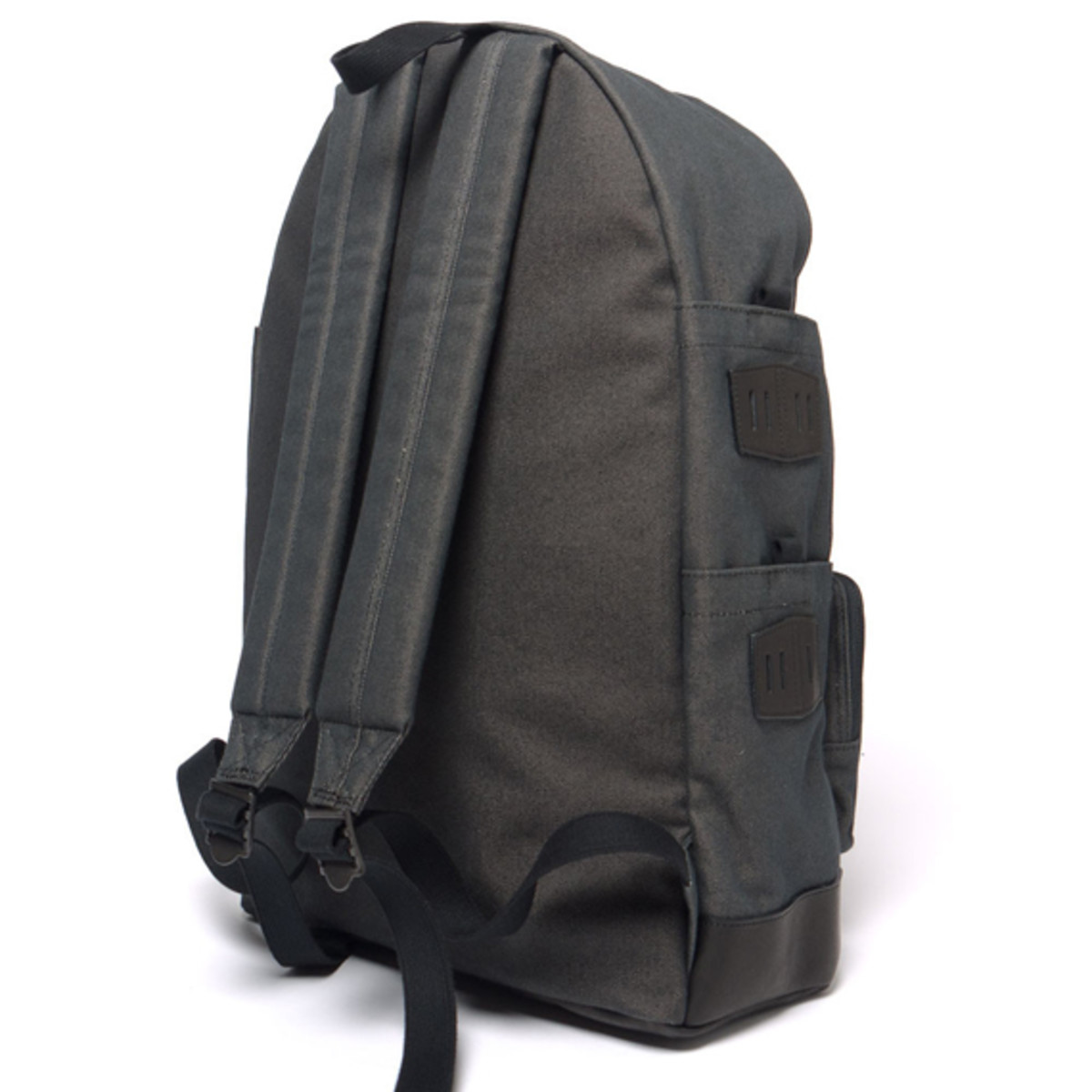 white-mountaineering-porter-ox-multi-pocket-daypack-04