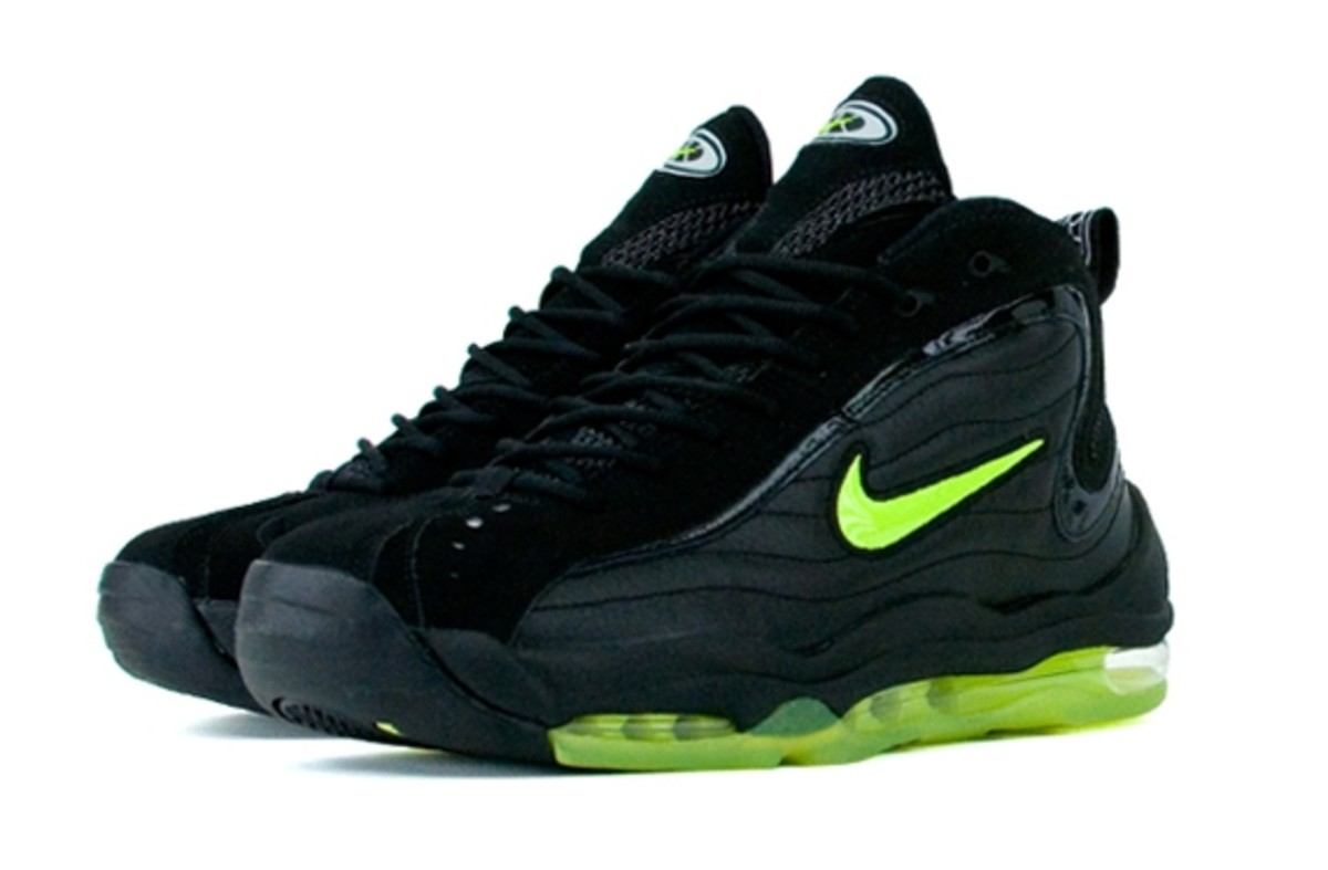 nike-air-max-total-uptempo-black-neon-1