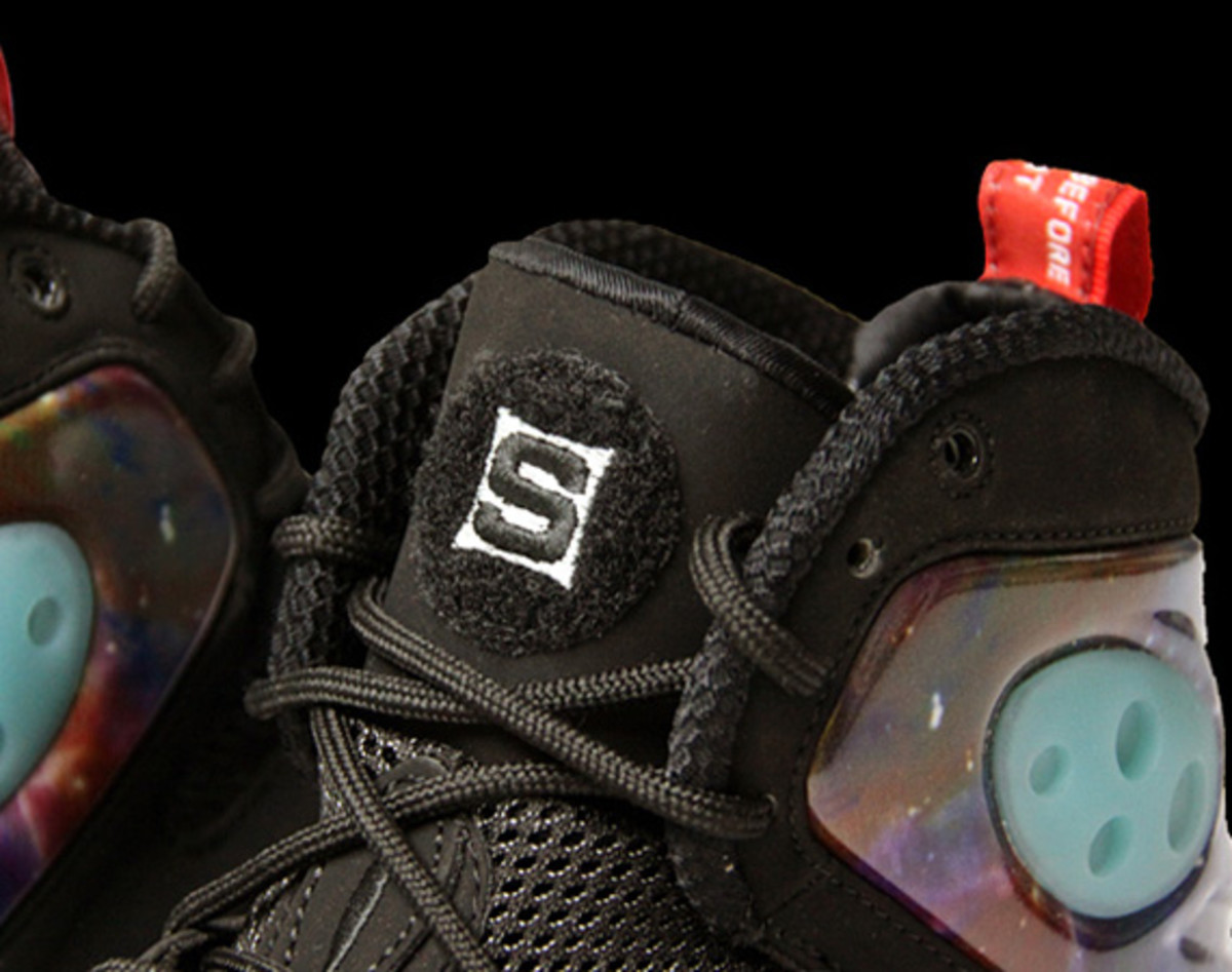 sole-collector-nike-zoom-rookie-glow-in-the-dark-00