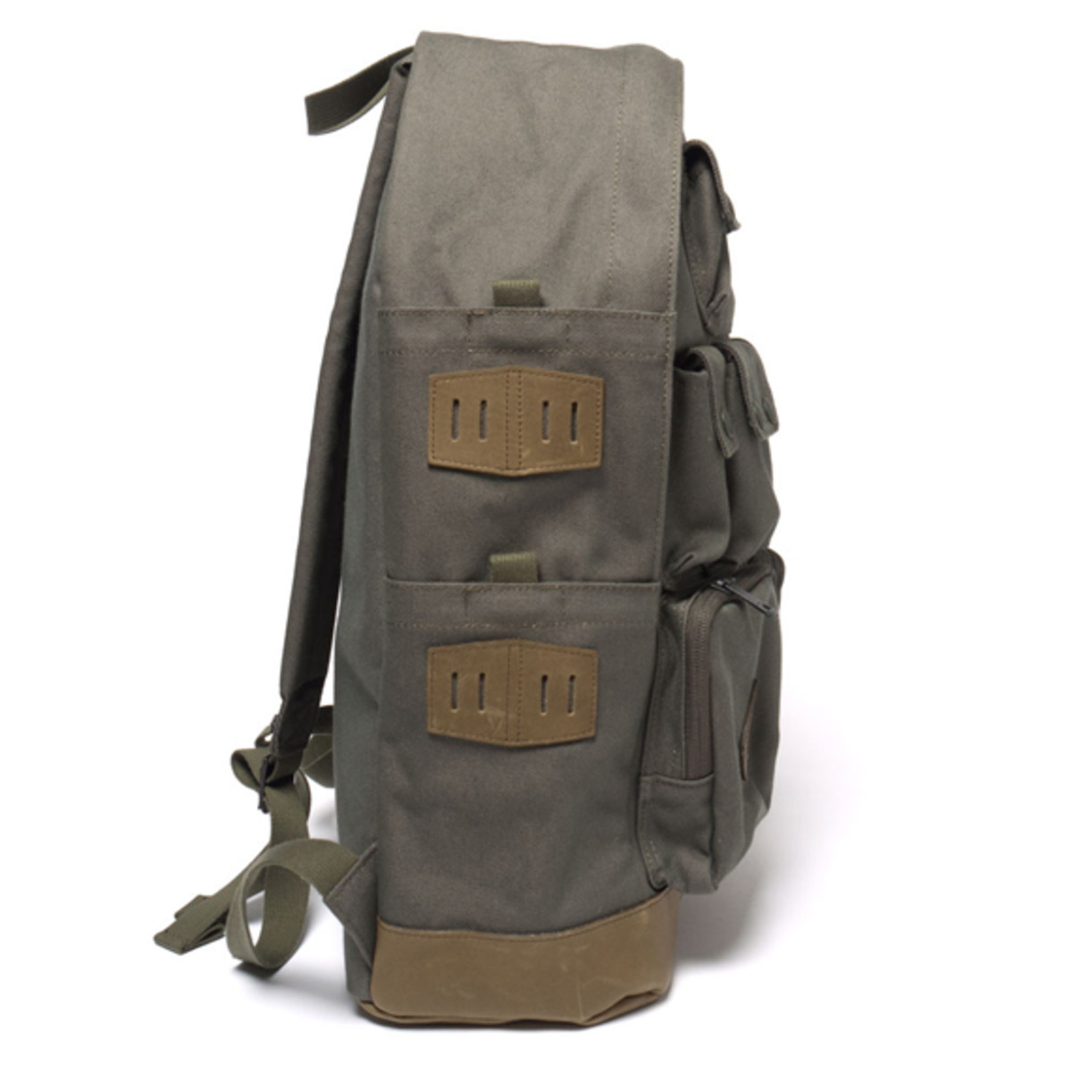 white-mountaineering-porter-ox-multi-pocket-daypack-08