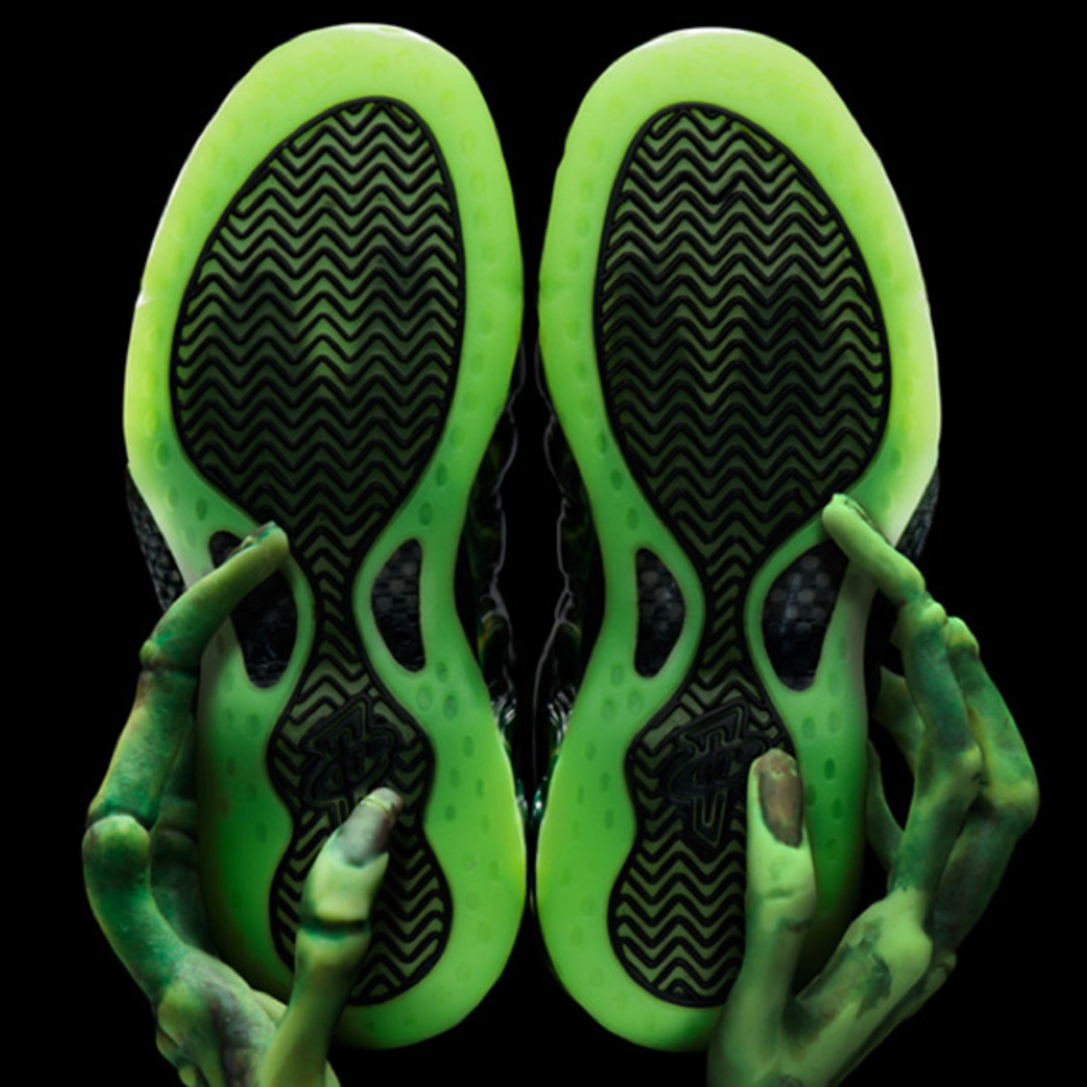nike-air-foamposite-one-paranorman-09