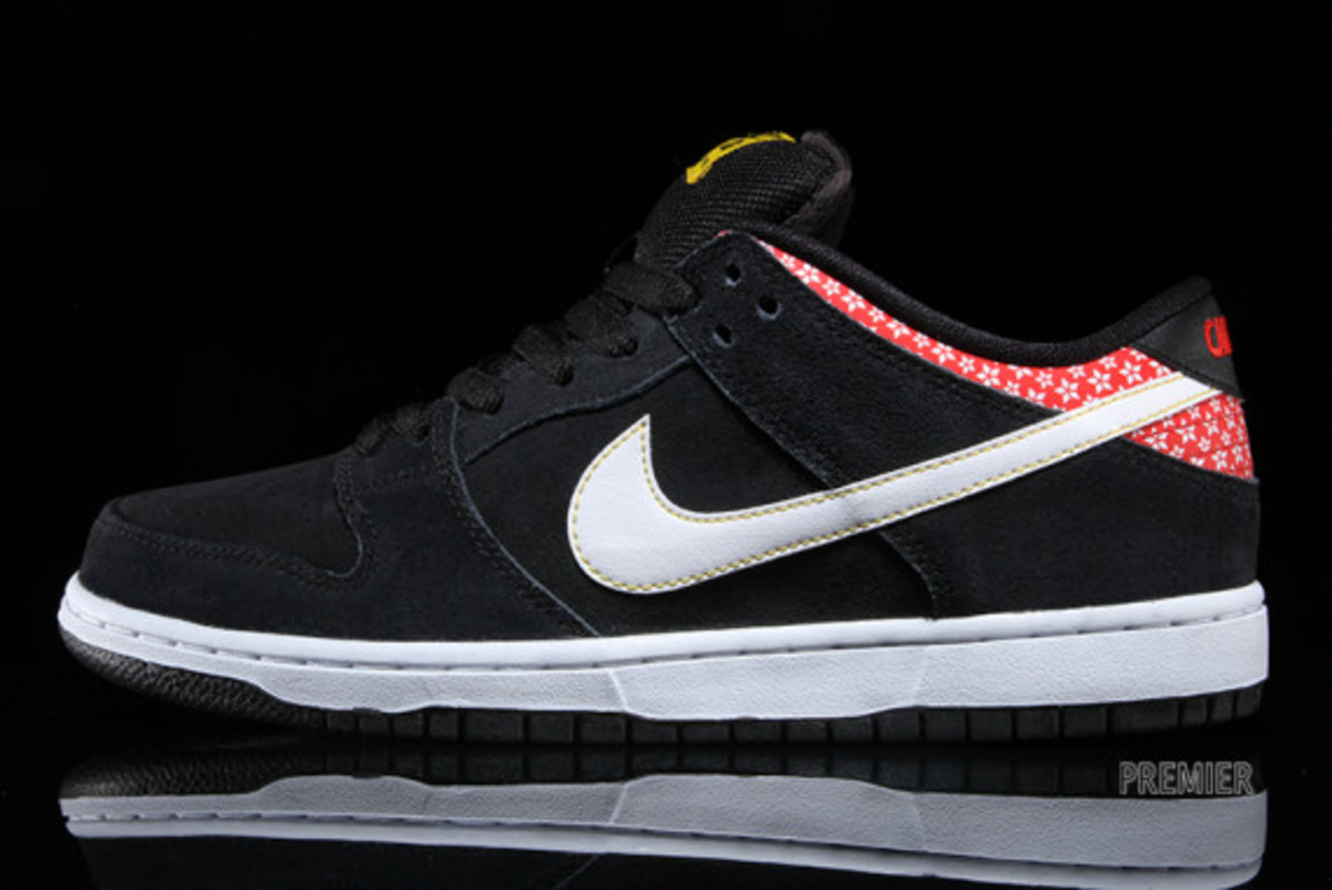 nike-sb-dunk-low-premium-qs-firecracker-pack-available-now-black-01