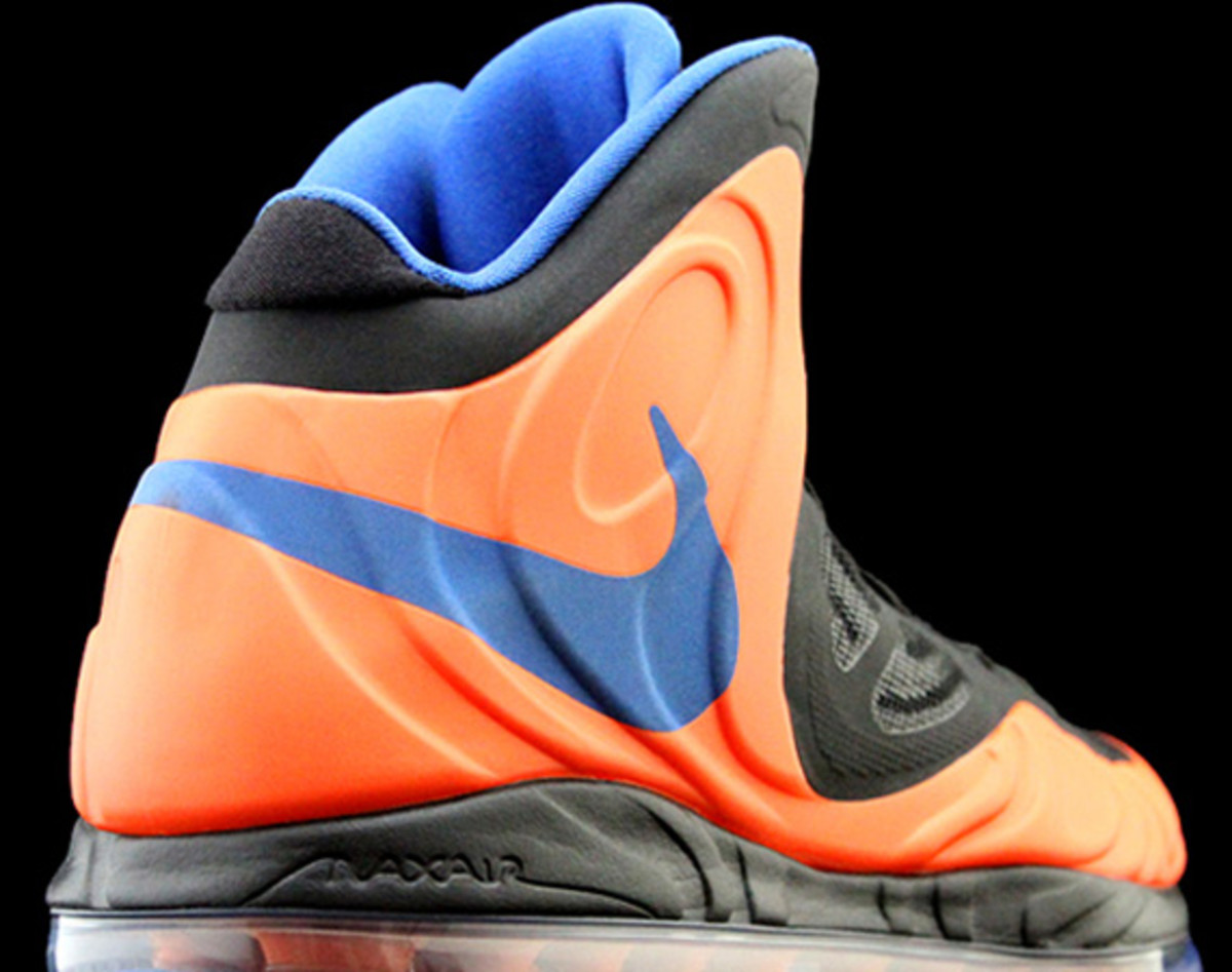 nike-air-max-hyperposite-2012-new-york-knicks-00