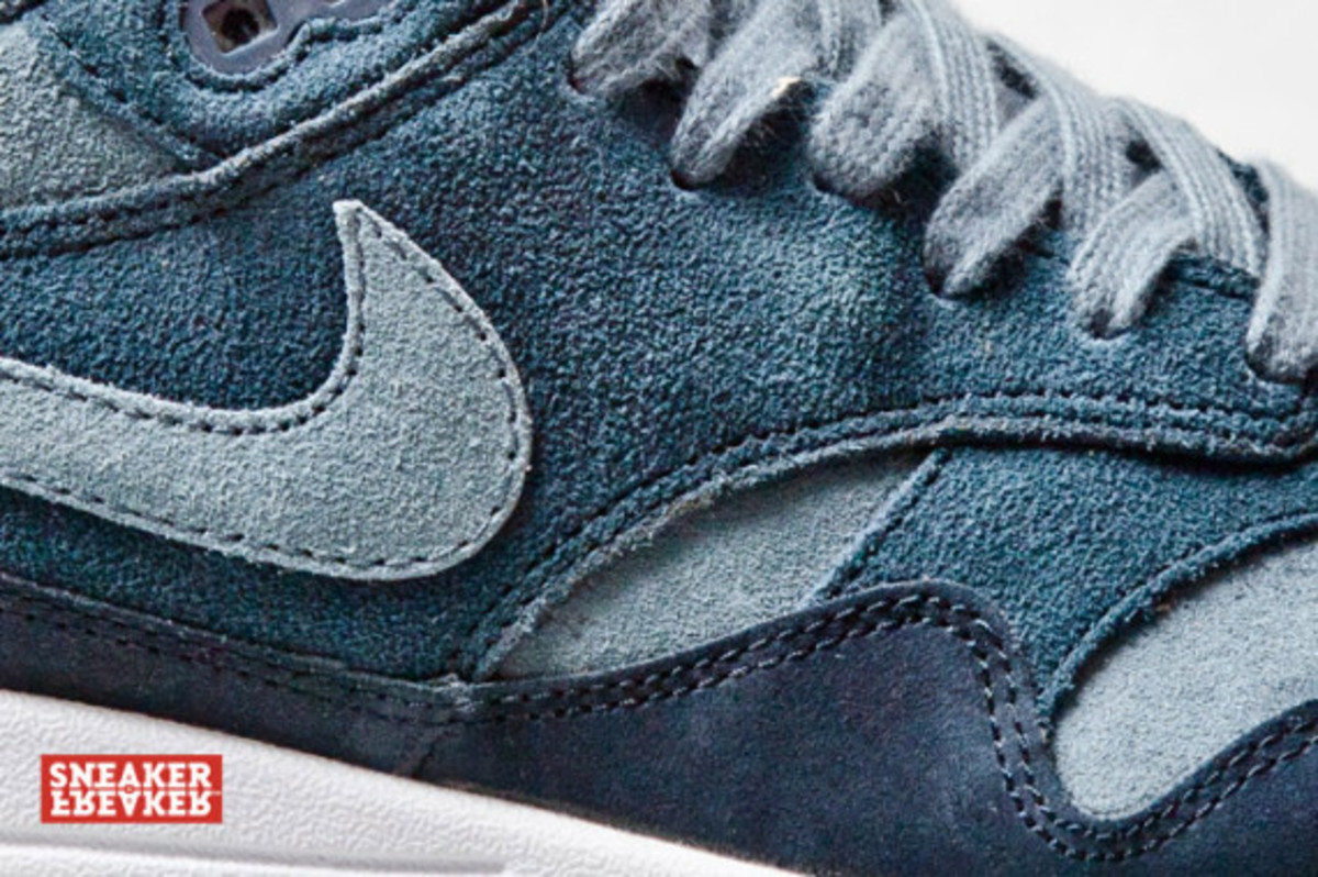 nike-air-max-1-blue-suede-04