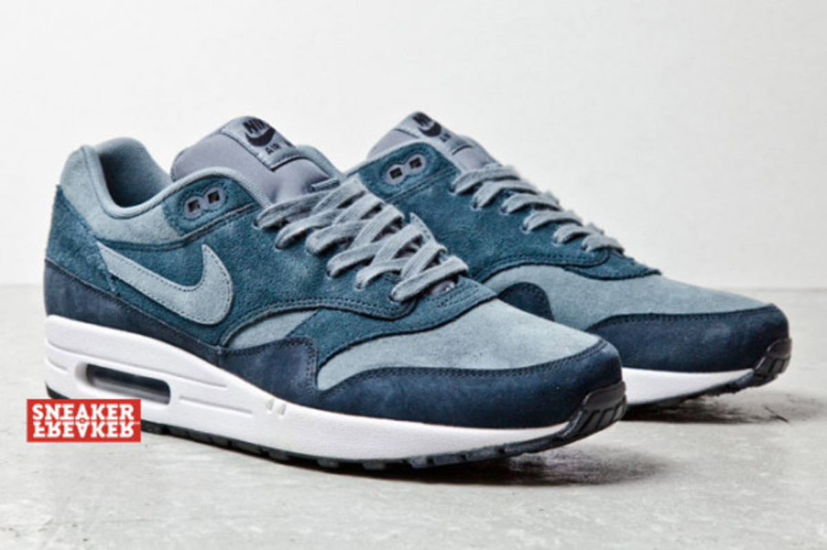 nike-air-max-1-blue-suede-03