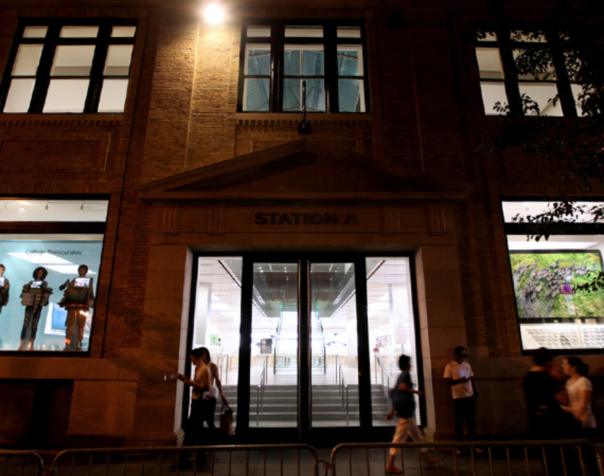 apple-store-soho-jeff-staple-fashions-night-out-16