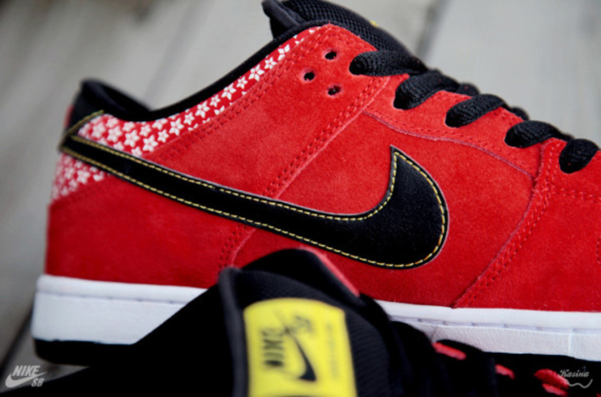 nike-sb-dunk-low-premium-qs-firecracker-pack-available-now-313170-602-04
