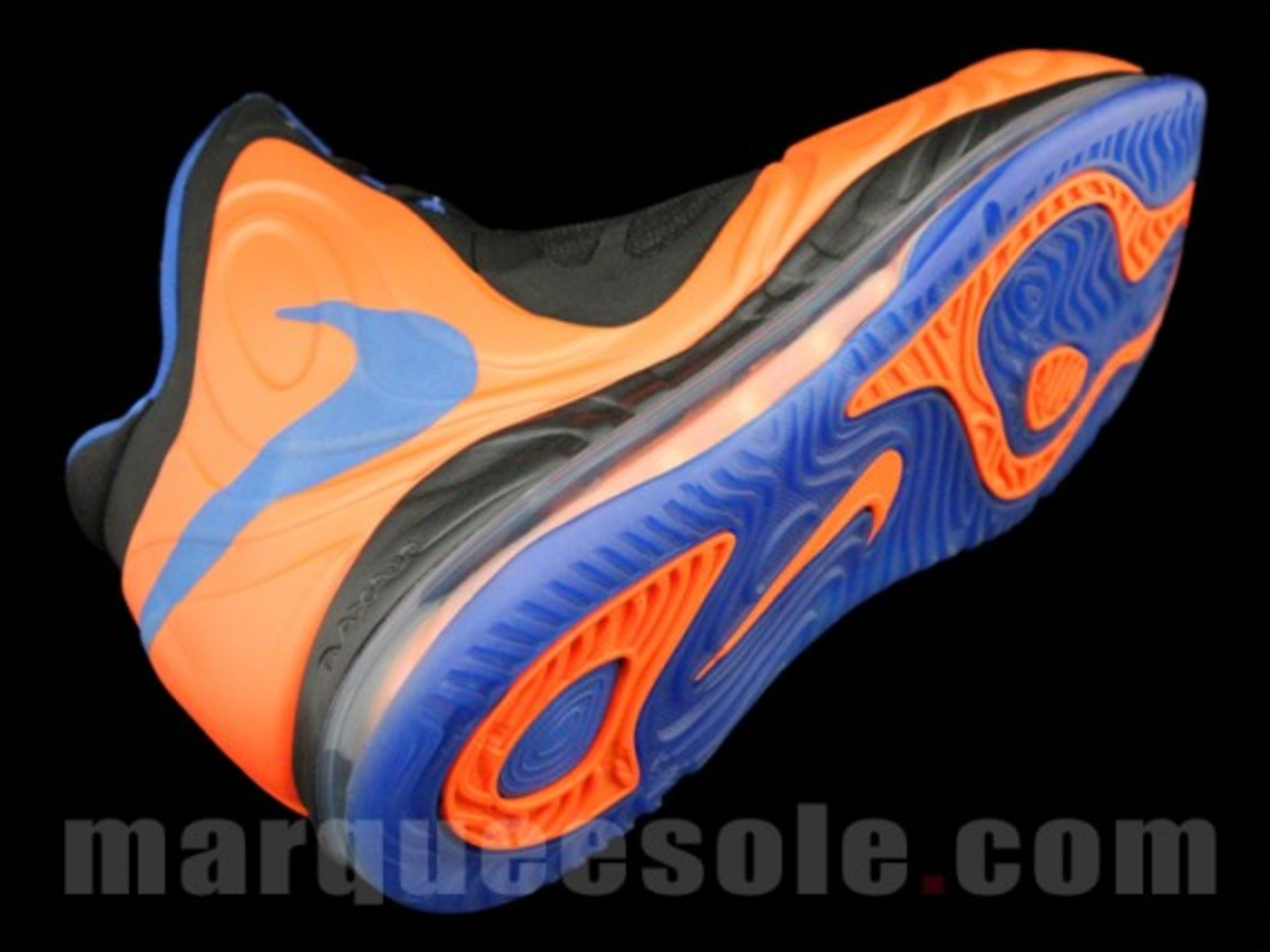 nike-air-max-hyperposite-2012-new-york-knicks-001