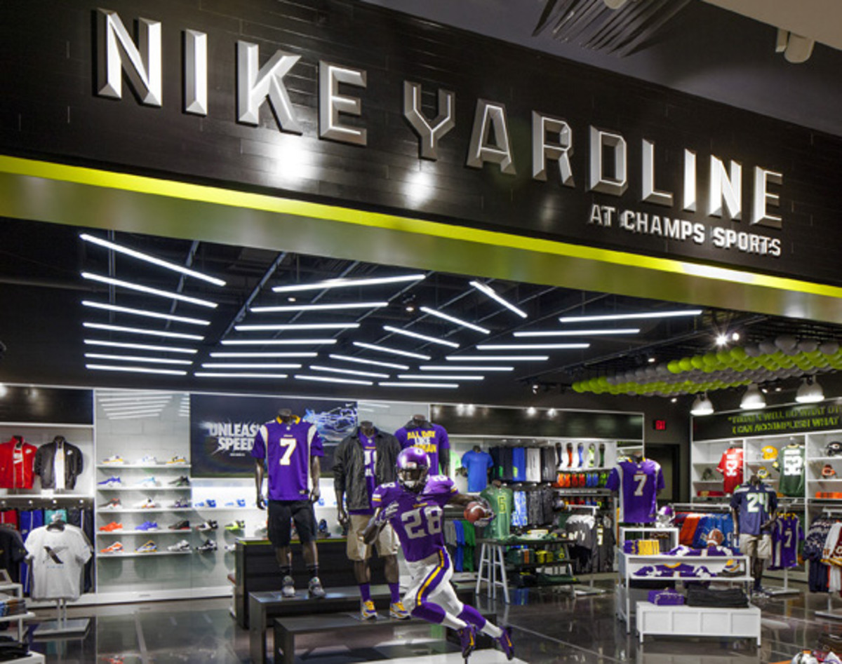 nike-yardline-opening-at-champs-sports-mall-of-america-01