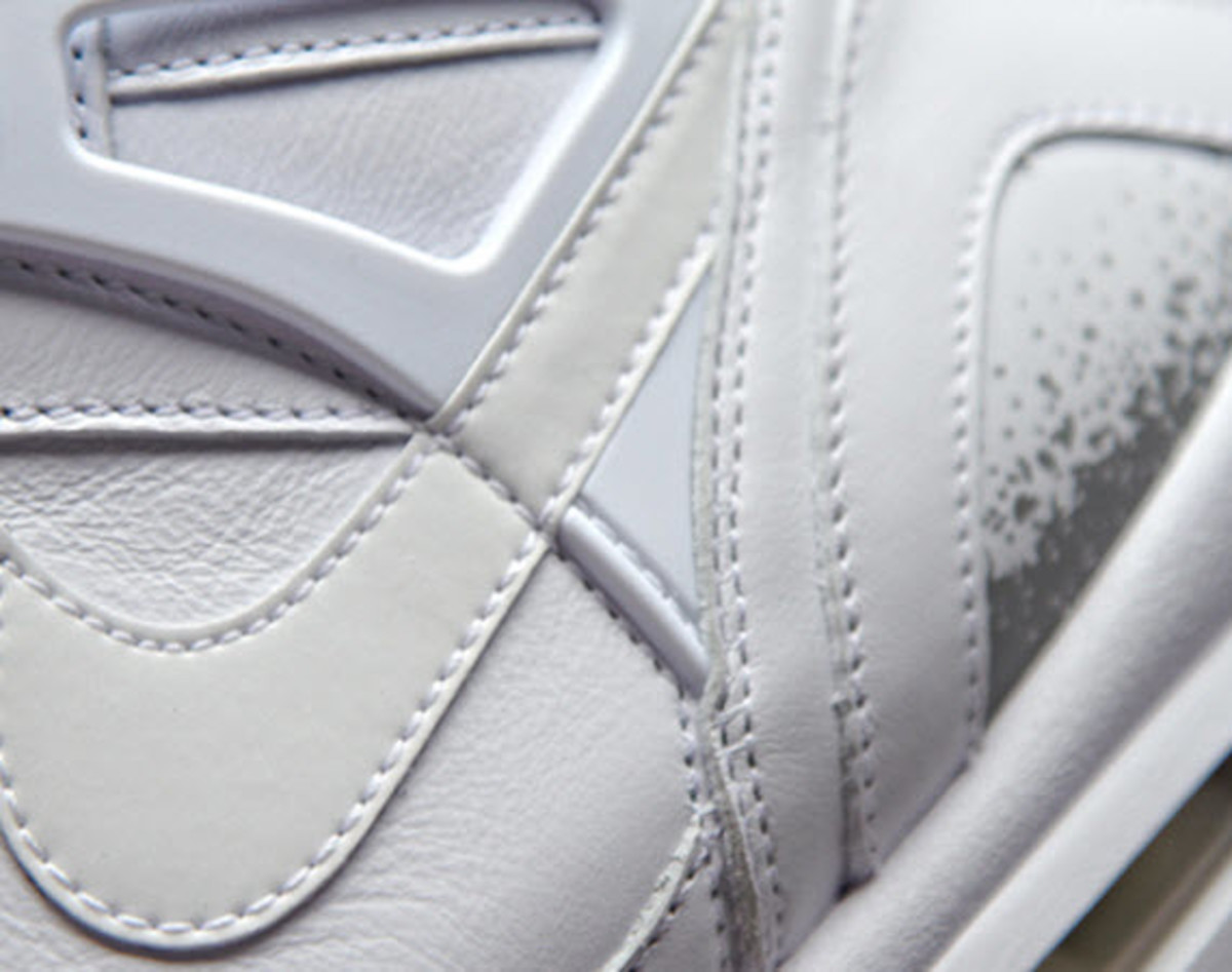 dc5df6cedd55 Although Roger Federer and his Nike Zoom Vapor Tour 9 LE s are in the  Wimbledon spotlight today