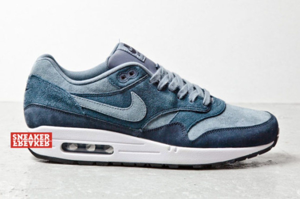 nike-air-max-1-blue-suede-02