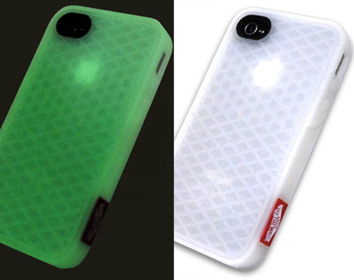 vans-rubber-waffle-sole-case-for-apple-iphone-4-glow-in-the-dark-edition-00