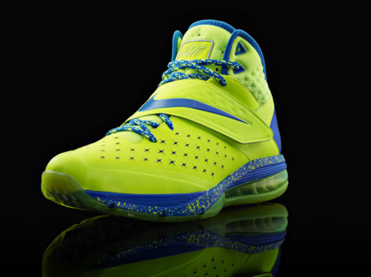 nike-cj81-calvin-johnsons-first-signature-trainer- 10