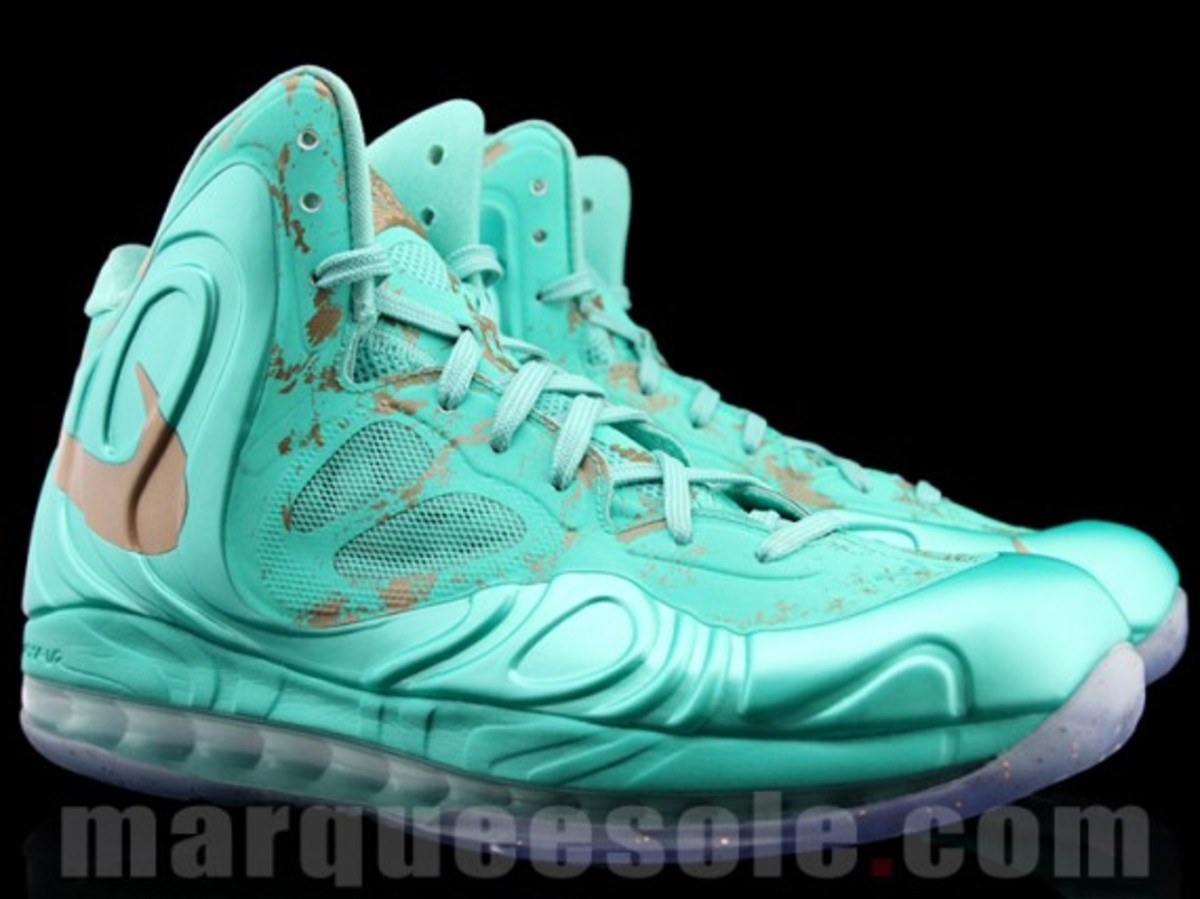 nike-air-max-hyperposite-2012-statue-of-liberty-preview-06