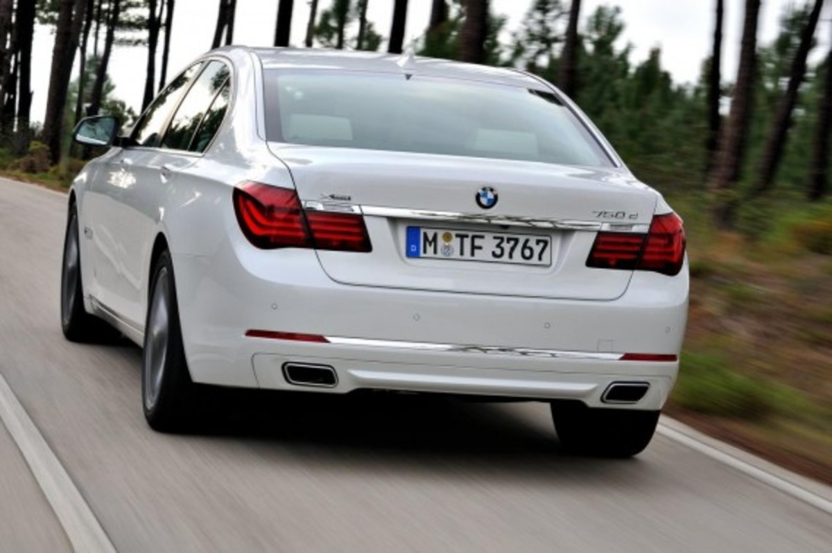 2013-bmw-760li-v12-25th-anniversary-edition-2
