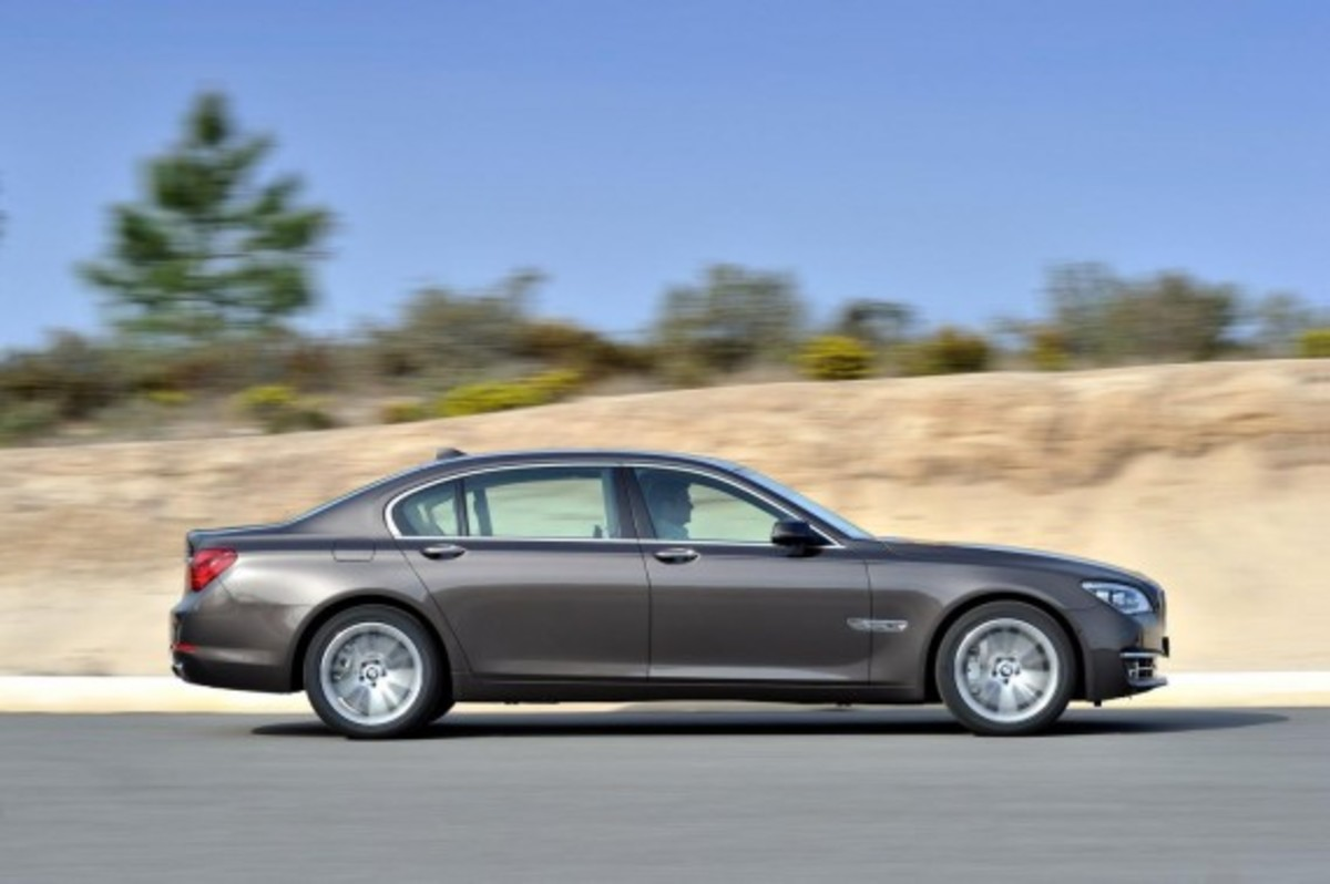2013-bmw-760li-v12-25th-anniversary-edition-6