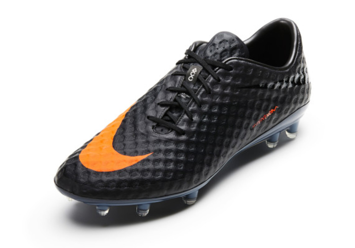 nike-soccer-black-boot-collection-03