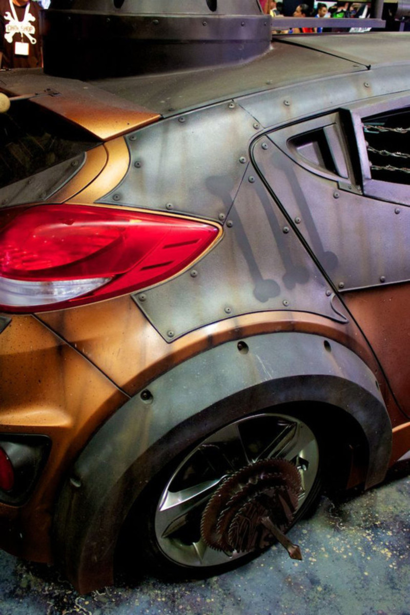 2013-hyundai-veloster-zombie-apocalypse-survival-vehicle-10
