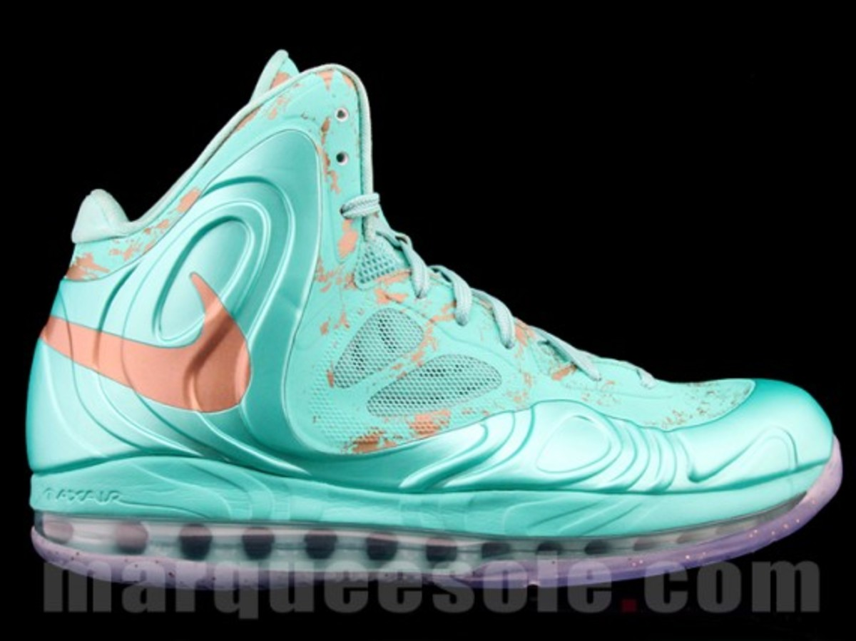 nike-air-max-hyperposite-2012-statue-of-liberty-preview-02