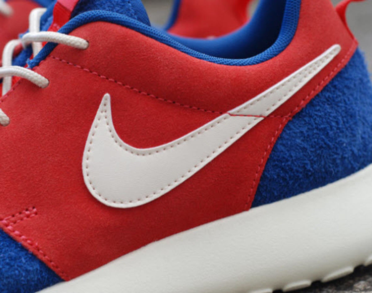 size 40 2ddfe 0f248 Nike continues its recent string of success with the Roshe Run silouette  with another version of the popular lightweight runner that s just  beginning to hit ...