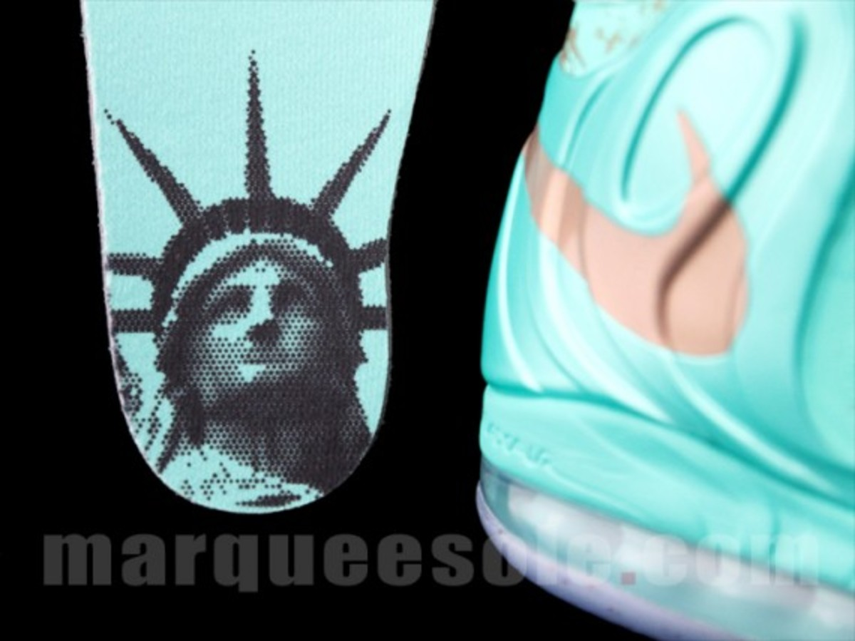 nike-air-max-hyperposite-2012-statue-of-liberty-preview-08
