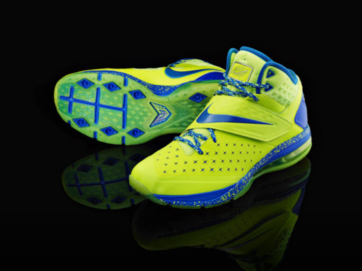 nike-cj81-calvin-johnsons-first-signature-trainer- 09