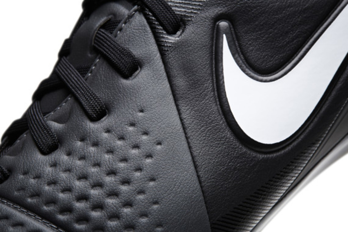 nike-soccer-black-boot-collection-15