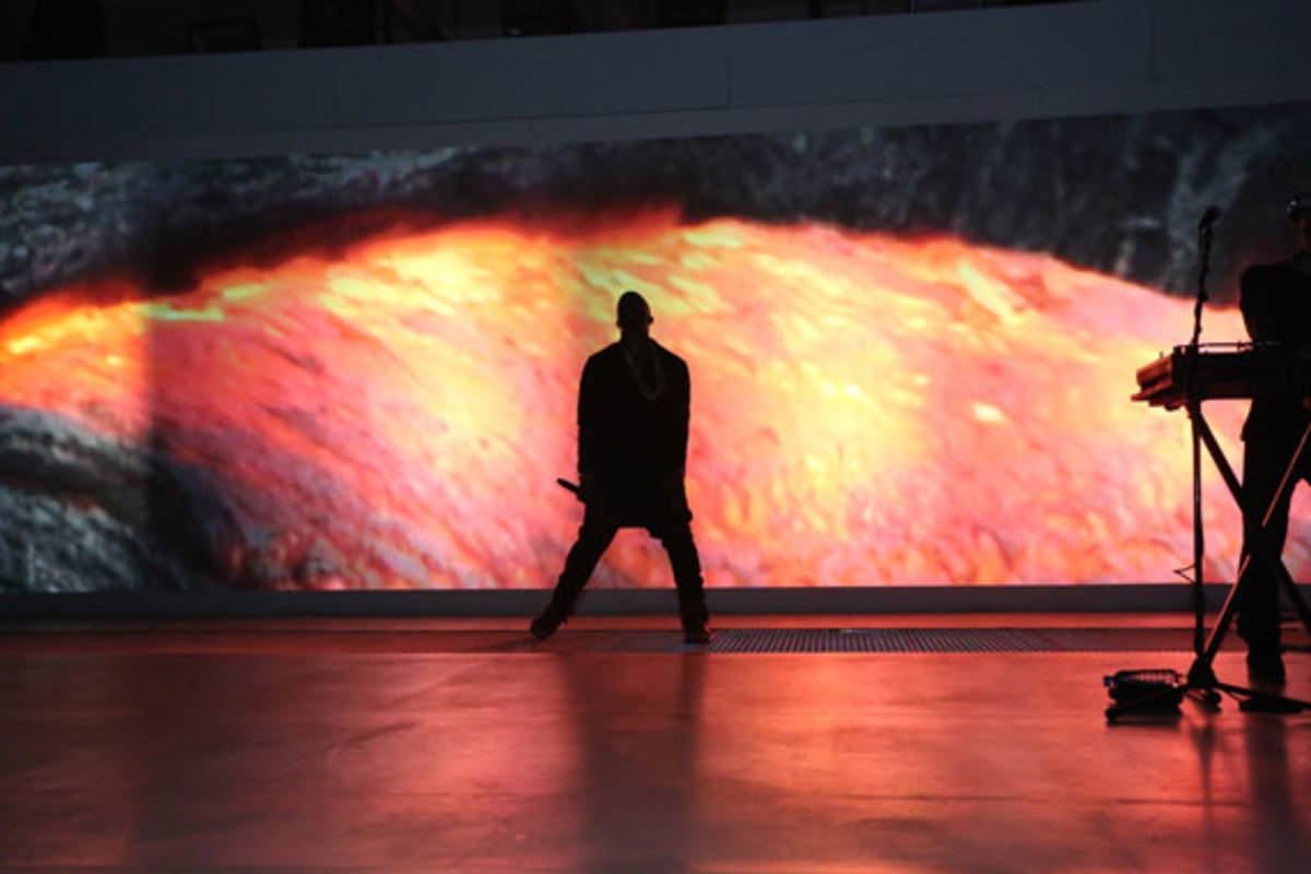 samsung-galaxy-note-II-launch-with-kanye-west-02