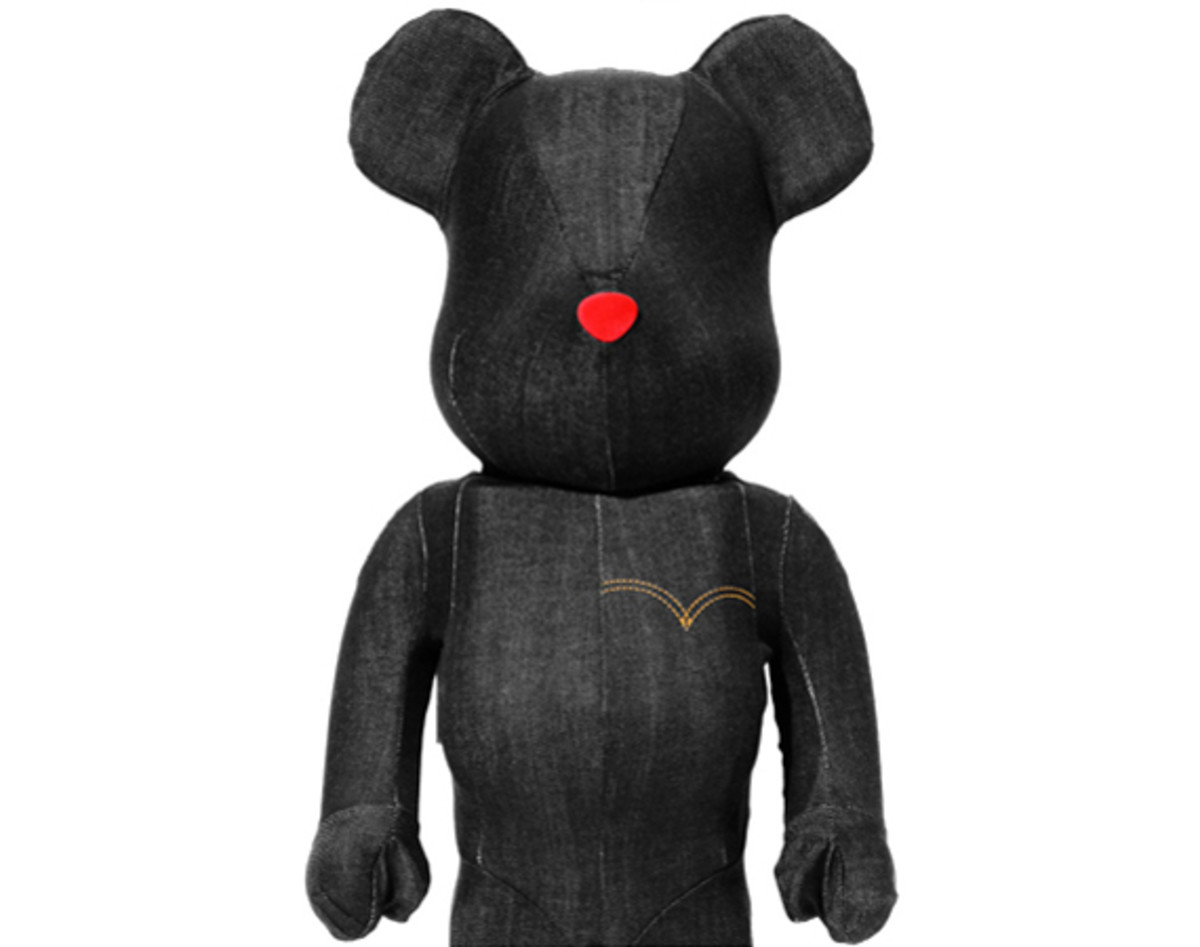 levis-medicom-toy-black-denim-bearbrick-08
