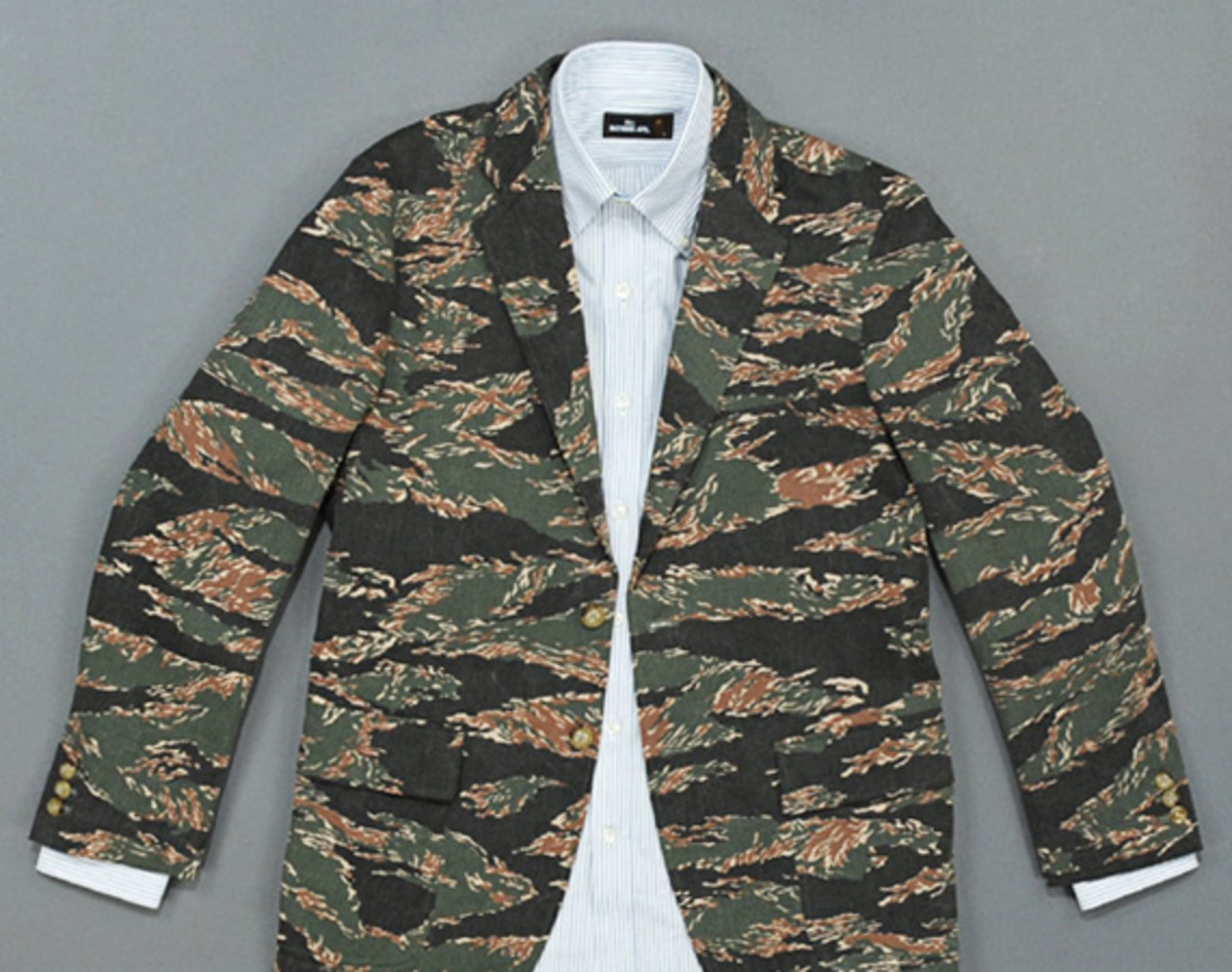 mr-bathing-ape-3-button-jacket-tiger-camouflage-01