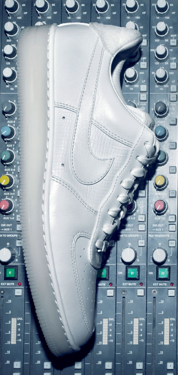 Cristiano-Ronaldo-Nike-Air-Force-1-Low-XXX-Anniversary-CR7-Edition-Preview-04