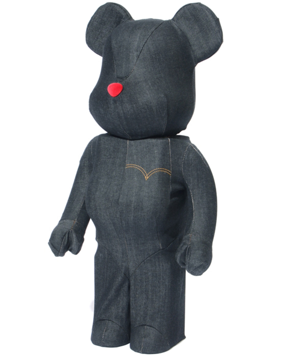 levis-medicom-toy-black-denim-bearbrick-01