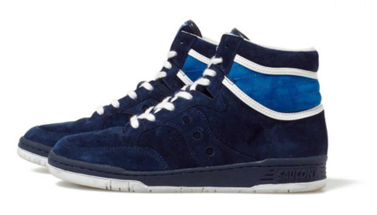 white-mountaineering-saucony-suede-high-top-sneakers-02