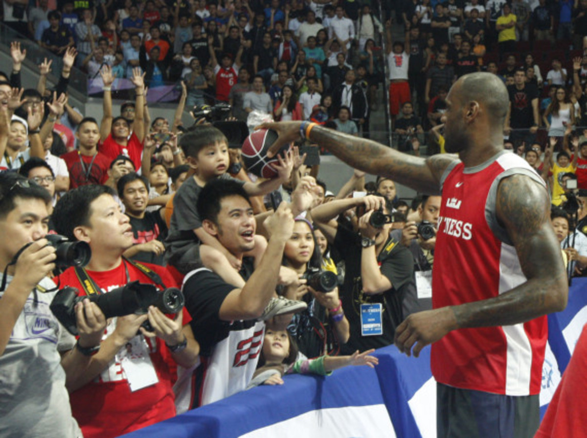 lebron-james-makes-first-visit-to-philippines-for-nike-basketball-tour-05