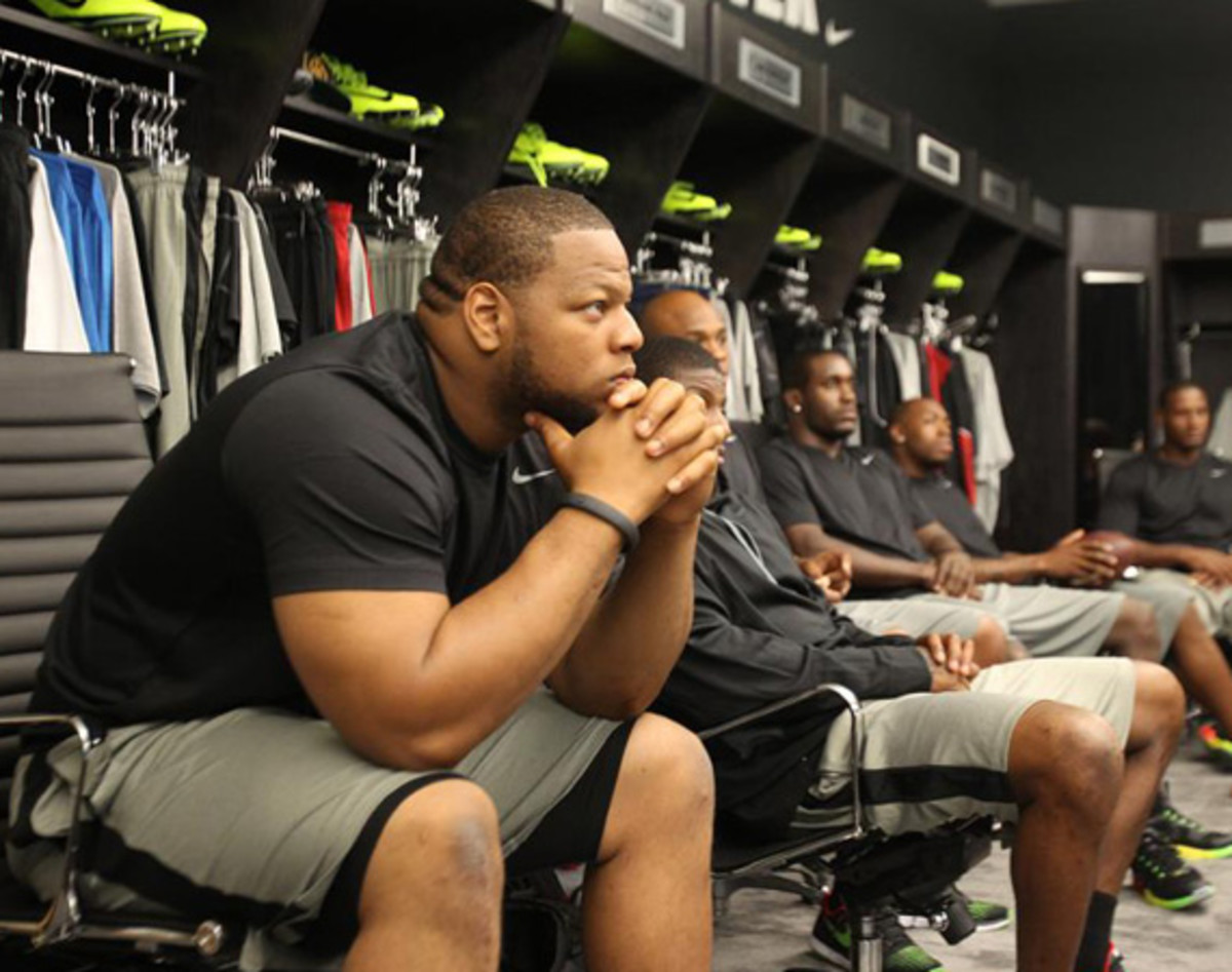nike-fuelband-path-a-day-with-ndamukong-suh-video-01