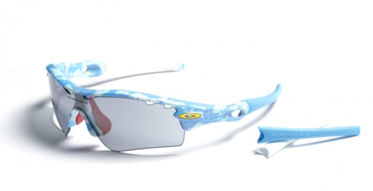 oakley-2012-ichiro-signature-radar-blue-white-night-camo-02