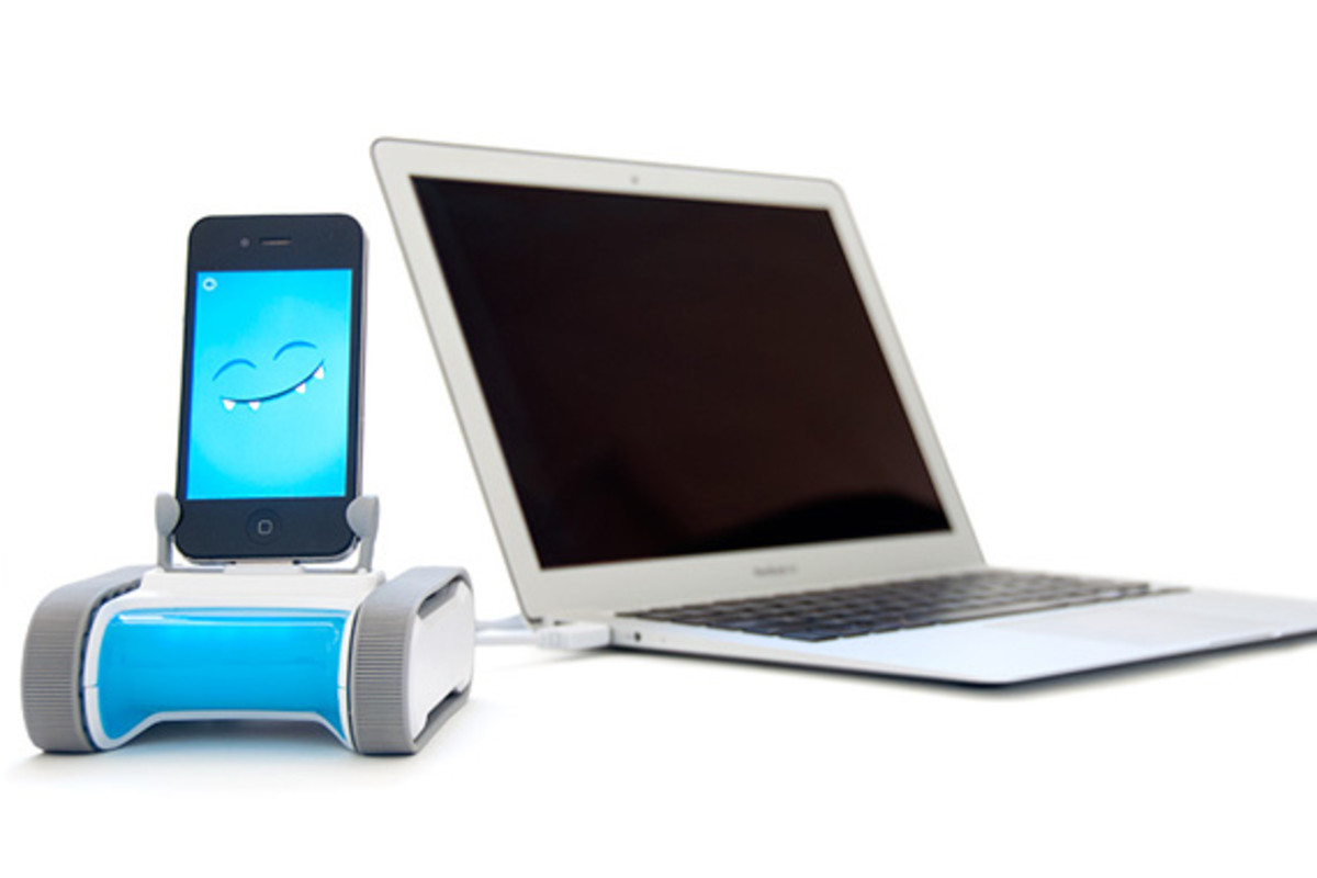 romo-the-smartphone-robot-for-everyone-romotive-010