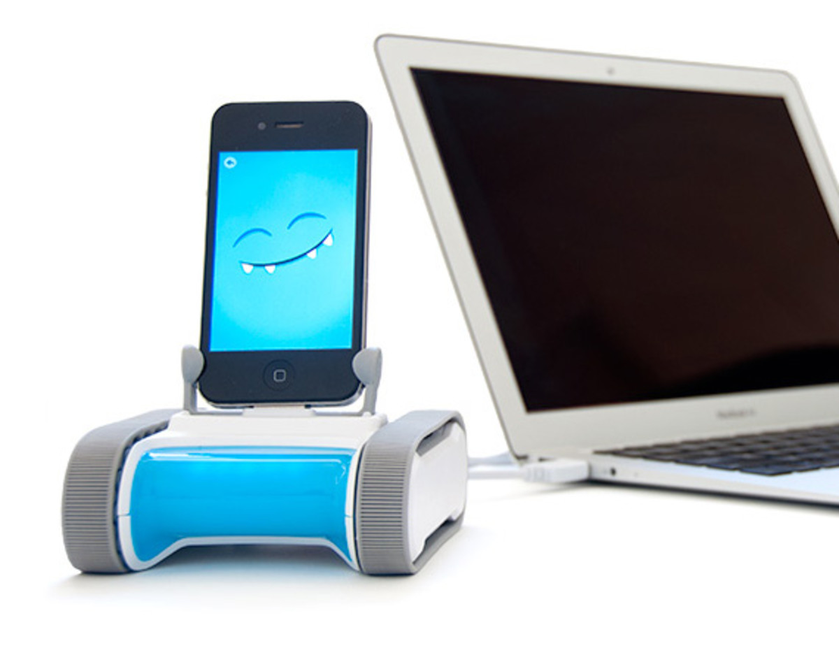 romo-the-smartphone-robot-for-everyone-romotive-000