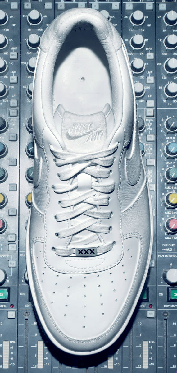 Cristiano-Ronaldo-Nike-Air-Force-1-Low-XXX-Anniversary-CR7-Edition-Preview-03