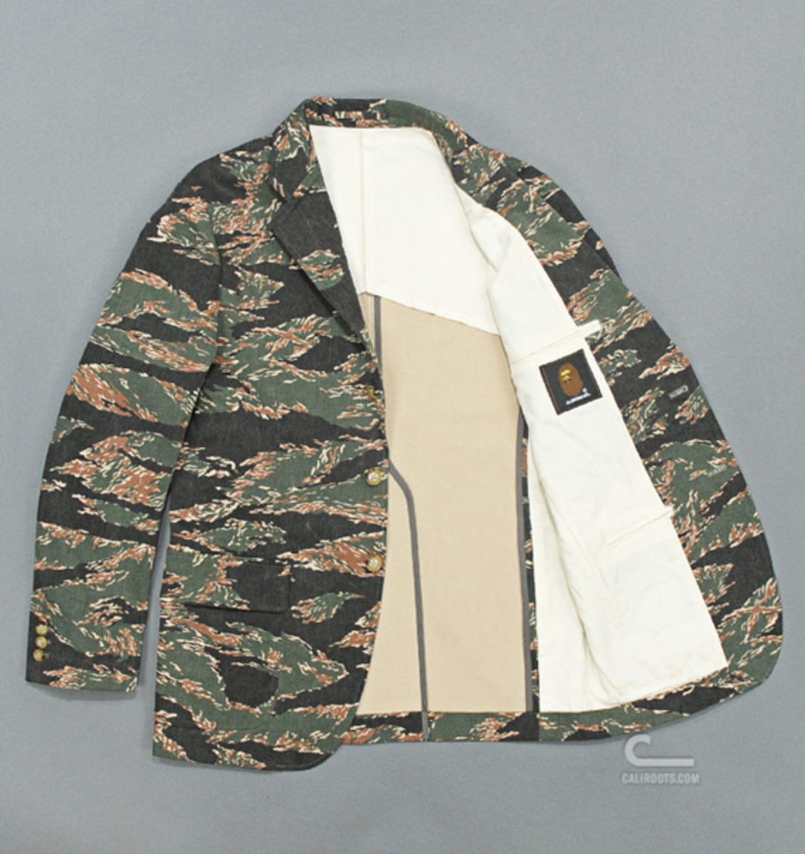 mr-bathing-ape-3-button-jacket-tiger-camouflage-03