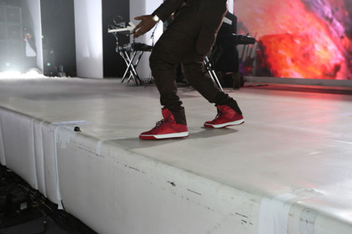 samsung-galaxy-note-II-launch-with-kanye-west-06