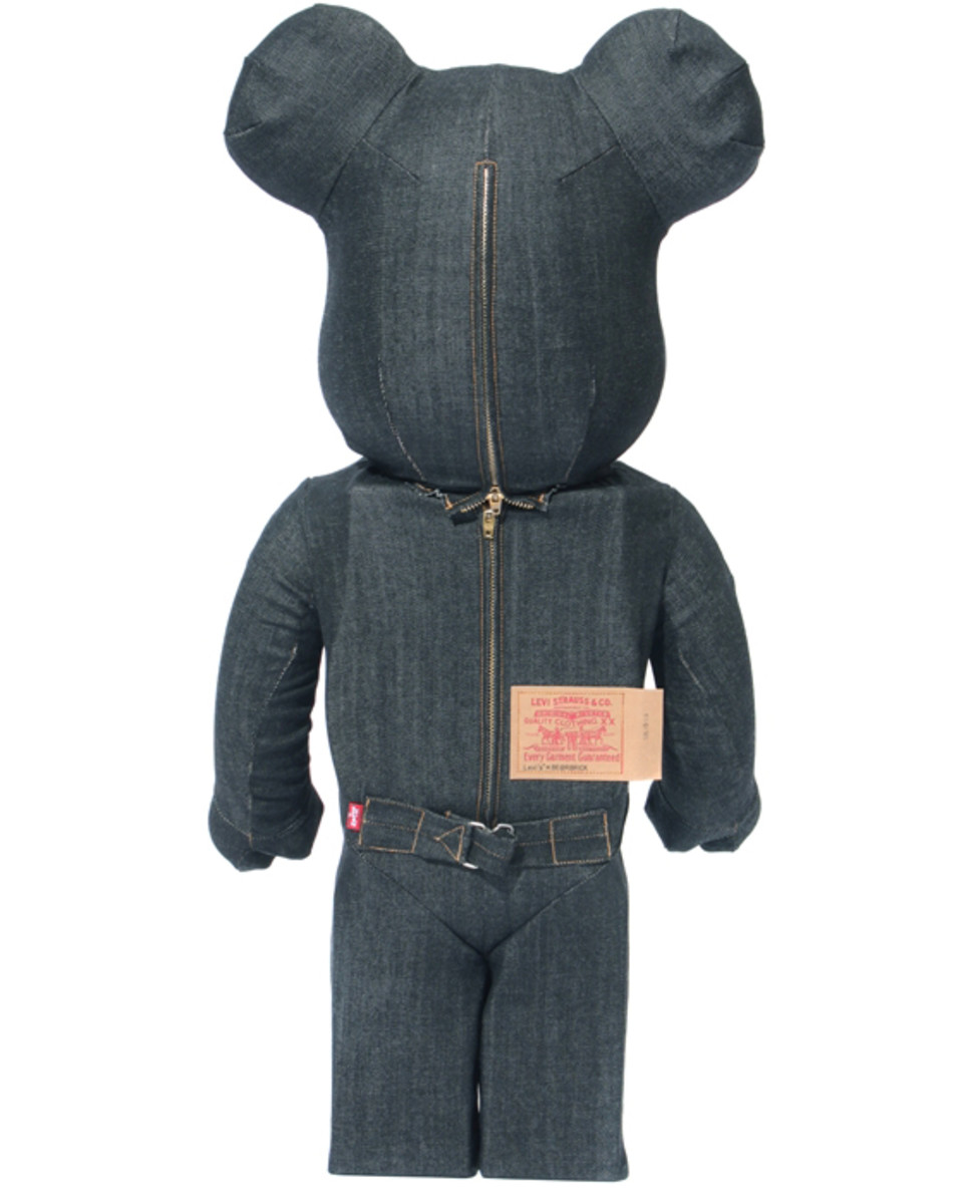 levis-medicom-toy-black-denim-bearbrick-03
