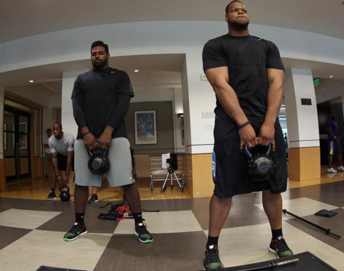 nike-fuelband-path-a-day-with-ndamukong-suh-video-04