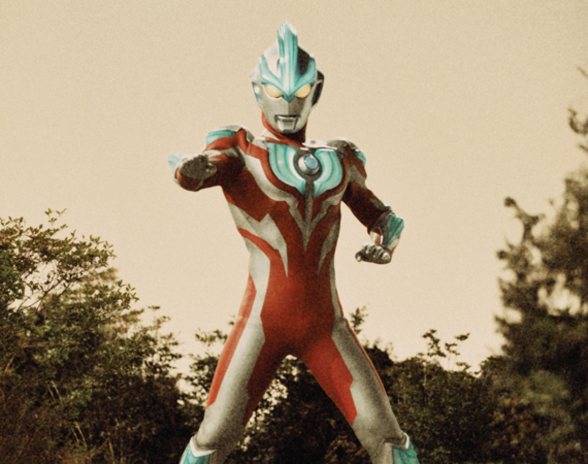 obscura-magazine-2013-summer-issue-ultraman-series-01